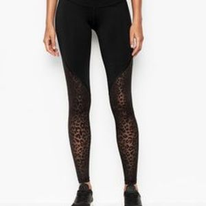 VS   NWT   VSX Knockout Tight with Leopard Mesh